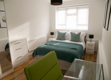 Thumbnail 2 bed flat to rent in Reynolds Road, Chiswick, London