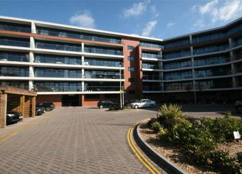Thumbnail 2 bed flat for sale in Racecourse Road, Newbury, Berkshire