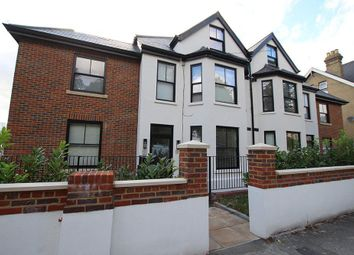 Thumbnail Studio to rent in Priory Avenue, High Wycombe