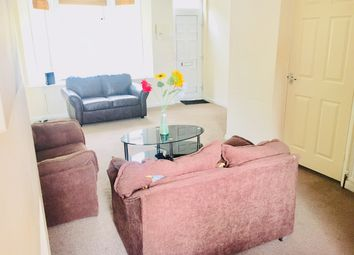 Thumbnail 5 bedroom terraced house to rent in Hiychin Road, Luton