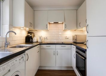 2 bed property to rent in Church Crescent, London N10