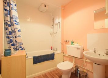 Thumbnail 1 bedroom flat to rent in Clapham Road, London