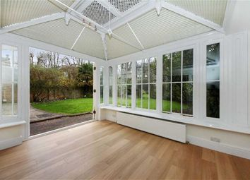 Thumbnail 3 bed flat to rent in Buckland Crescent, Belsize Park, London