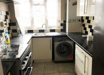 2 bed flat to rent in Oakway, Acton, London W3
