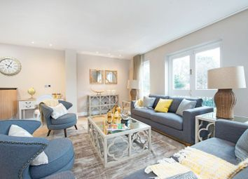 Thumbnail 3 bed flat to rent in Lyndhurst Road, London