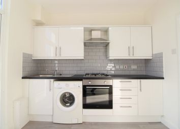2 bed maisonette to rent in Churchfield Avenue, London N12