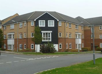 Thumbnail 2 bedroom flat to rent in Plomer Avenue, Hoddesdon, Hertfordshire