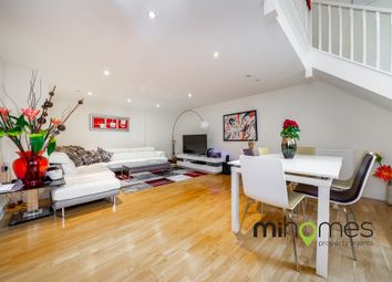 2 bed flat to rent in Royal Drive, Princess Park Manor N11