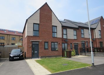 Thumbnail 3 bed town house for sale in Curlew View, South Elmsall, Pontefract