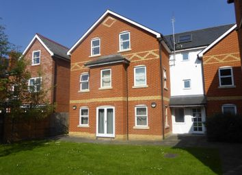 Thumbnail 1 bedroom flat to rent in Aviator Place, Crescent Road, Reading