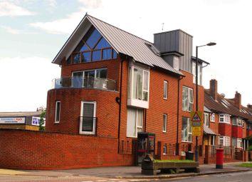 Thumbnail 2 bed maisonette to rent in Clapham Court Terrace, Kings Avenue, Clapham