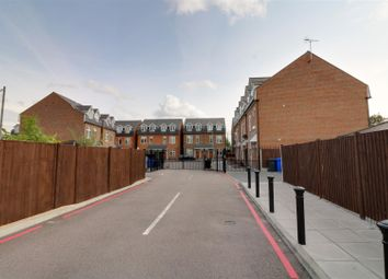 4 bed town house to rent in Martello Close, Grays RM17