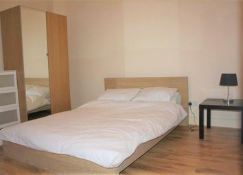 Hanover Gate Mansions, Park Road, Regent's Park NW1. Room to rent          Just added
