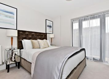 Thumbnail 2 bedroom flat for sale in Blake House, Slough