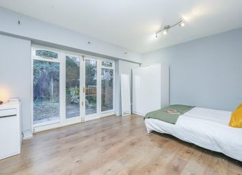 Room to rent in 176 Rotherhithe Street, London SE16