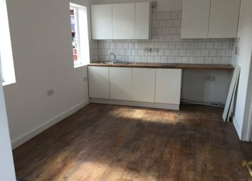 Thumbnail 1 bed flat to rent in Leagrave Road, Luton