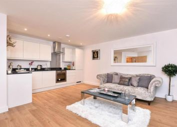 Thumbnail Flat to rent in High Street, Redhill