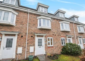 Thumbnail 5 bedroom terraced house for sale in Urquhart Road, Thatcham