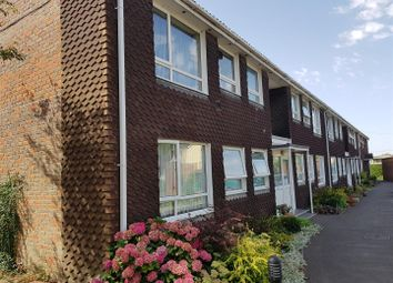 Thumbnail 2 bed flat to rent in Link Road, Newbury