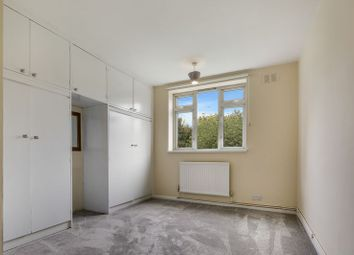 2 bed flat to rent in Claybury Broadway, Clayhall, Ilford IG5