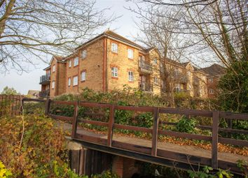 Thumbnail 2 bedroom flat to rent in Elliots Way, Caversham, Reading