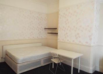 Thumbnail 3 bed flat to rent in 3 Bed, Foxhall Road