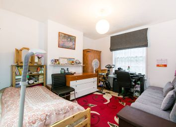 Thumbnail 2 bed flat for sale in Union Grove, Clapham North