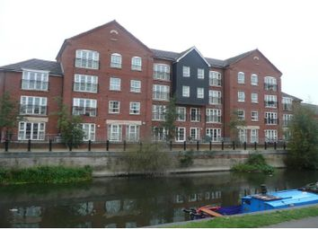 Thumbnail 2 bedroom flat to rent in Hunters Wharf, Reading