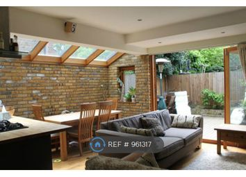 3 bed maisonette to rent in Mantilla Road, London SW17