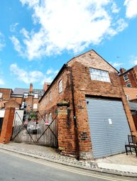 Thumbnail Room to rent in Wheelers Fold, Wolverhampton