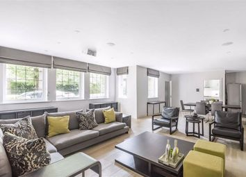 Cockfosters Road, Hadley Wood, Hertfordshire EN4. 3 bed flat for sale