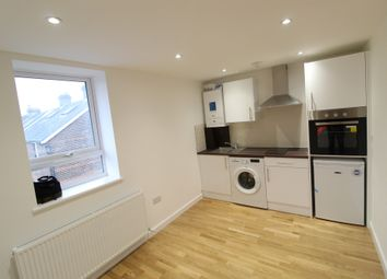 Thumbnail 1 bed flat to rent in Livingstone Road, Caterham, Surrey