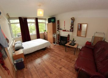 Thumbnail 4 bed flat to rent in Leopold Street, London
