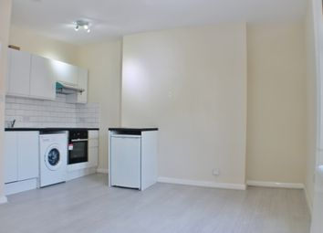 1 bed flat to rent in Regents Plaza, Kilburn High Road, London NW6