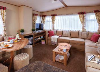 Thumbnail 2 bed mobile/park home for sale in Hoburne Lane, Highcliffe