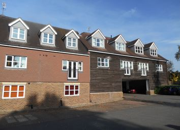 2 bed flat to rent in Brookhill Road, Copthorne, Crawley RH10