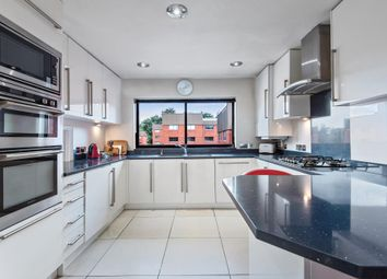 Spencer Close, Finchley N3,. 4 bed flat
