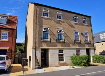 Thumbnail 3 bed town house to rent in Dealtry Close, Leeds