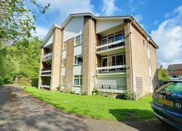 The Avenue, Ickenham UB10. 2 bed flat