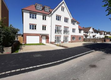 Thumbnail 1 bed flat to rent in High Street, Iver