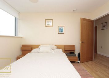 Thumbnail Room to rent in Switch House, Blackwall Way, Canary Wharf
