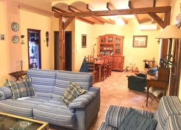 Thumbnail 6 bed villa for sale in A Six Bed Detached Villa, Urbanisation Montesol, Villajoyosa