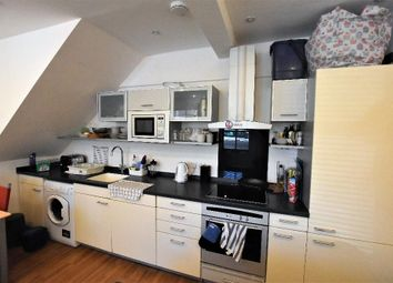 2 bed maisonette to rent in Southgate Road, London N1