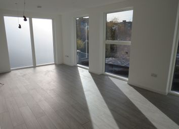 Thumbnail 2 bed flat to rent in Battersea Park Road, Battersea