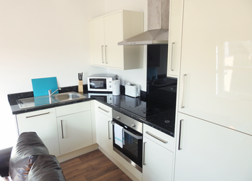 2 bed flat to rent in Beverley Road, Hull, East Yorkshire HU6