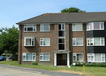 2 bed flat to rent in Hurst Court, Horsham RH12