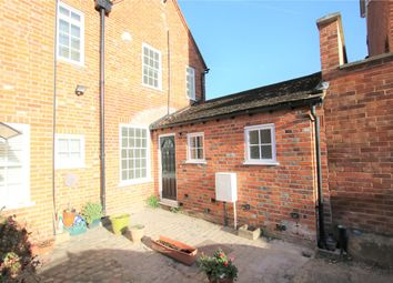 2 bed flat to rent in Church Street, Reading, Berkshire RG1