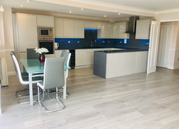 2 bed flat to rent in Langbourne Place, London E14