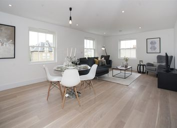 Thumbnail 2 bed flat to rent in Richford Street, London