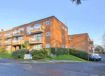 Thumbnail 2 bed flat to rent in Hillside Road, St.Albans